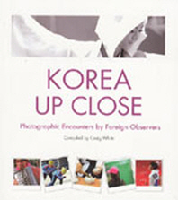 Korea Up Close: Photographic Encounters by Foreign Observers(Paperback)
