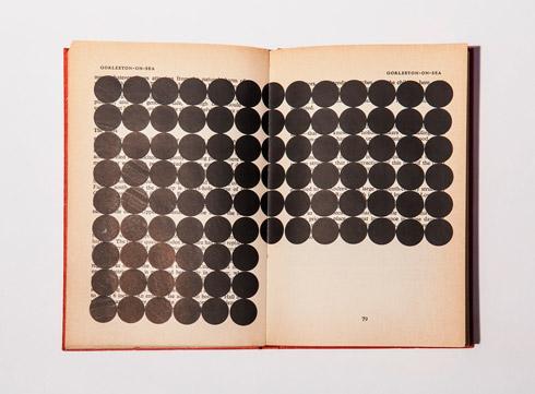 지희킴, [Black Book #3], 기부 받은 책 페이지에 스티커,18 x 23.8cm, 2016