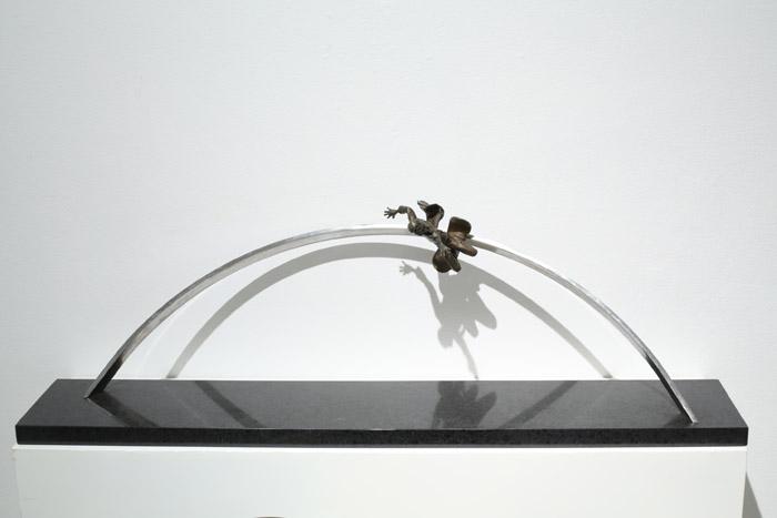 [지나간 세기를 위한 기념비 1] 110×20×30cm 브론즈, 스테인레스 2001