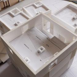 """[윤씨 아저씨의 책상 엿보기 5편] 글쓰는 건축가 천경환,""""제 책상은 '꿈'이란 씨를 뿌려둔 밭이에요"""