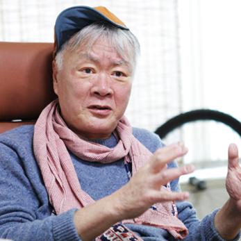 """소설가 김훈,""""거칠게 저항하고 덤벼들지 않으면 개혁은 이뤄지지 않는다."""""""