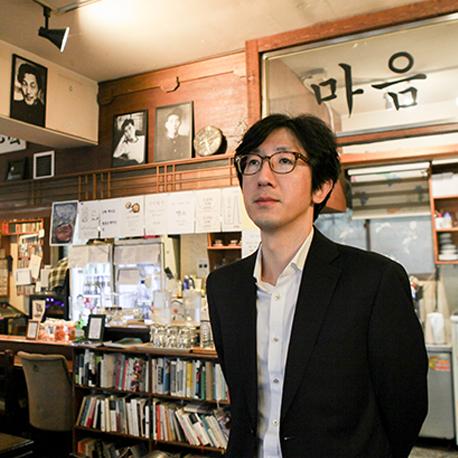 """『슬픔을 공부하는 슬픔』신형철② """"글을 쓴다는 것은 천천히 그리고 고쳐가며 말하는 것"""""""