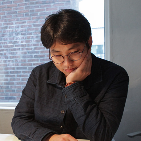 """박준 시인 ② """"아름다운 말은 사전이 아닌, 우리가 나누는 다정한 대화 속에 있지 않을까요"""""""