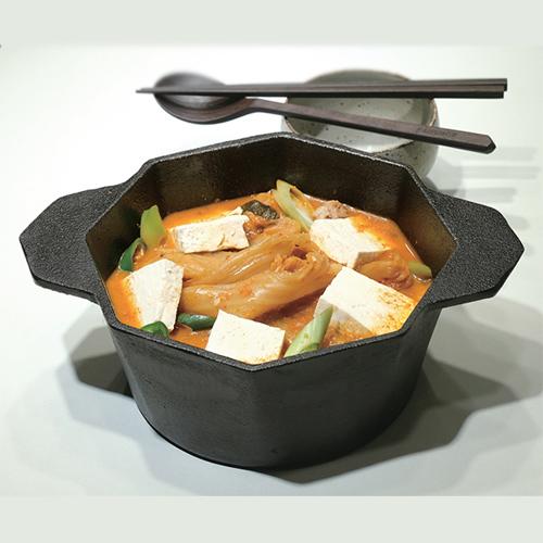 [옥주부의 집밥 레시피] 4. 육수 없이 재빨리 끓이는 국물 요리 - 고소하고 부드러운 콩가루김치찌개