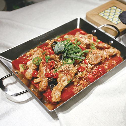 [옥주부의 집밥 레시피] 5. 온 가족이 좋아하는 메인 요리- 닭갈비인 듯 제육볶음인 듯 돼닭볶음