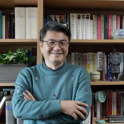 """""""답은 틀릴 수 있지만 질문은 틀리지 않습니다"""" 『천년의 수업』 김헌 교수"""