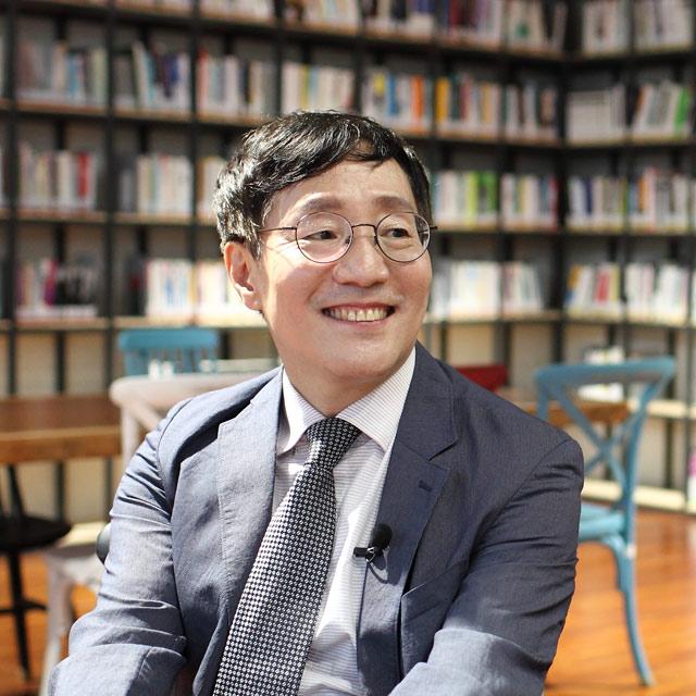 """『내가 누구인지 뉴턴에게 물었다』김범준 교수 """"이 우주를 살..."""