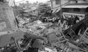 [책으로 읽는 뉴스] 용산참사와 아이티 지진