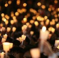 불꽃 속에서 공간은 움직이며, 시간은 출렁거린다.<br>촛불을 다시 생각하다.