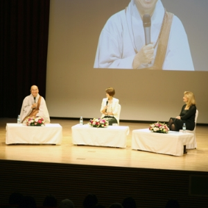 아리아나 허핑턴과 법륜 스님의 토크 콘서트