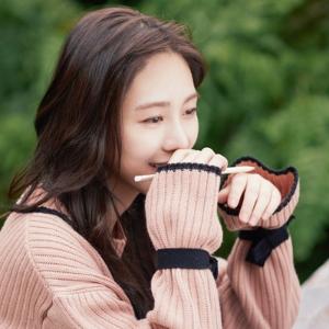 가수도 배우도 아닌, 그냥 스물 다섯『별은 밤에도 길을 잃지 않는다』권민아