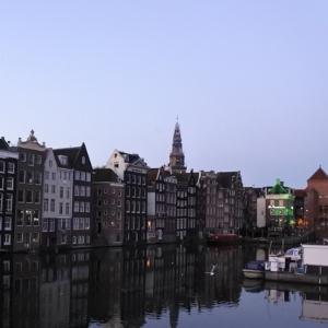 [북스 인 더 시티] 140년 만에 쓴 시를 지나가는 중에 읽다 (네덜란드/암스테르담)