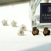 제이로렌 M01475 꽃 디테일 화이트 자개 II 귀걸이
