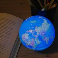 스스로 빛을내며 자전하는 지구본