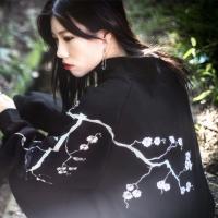 기모 벚꽃자수 반집업 맨투맨 Black
