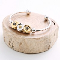 WH-blooming flower bangle