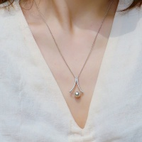 i_n41 triangle ball necklace