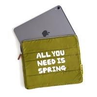 타이포 퀼팅 태블릿 파우치 24x20cm