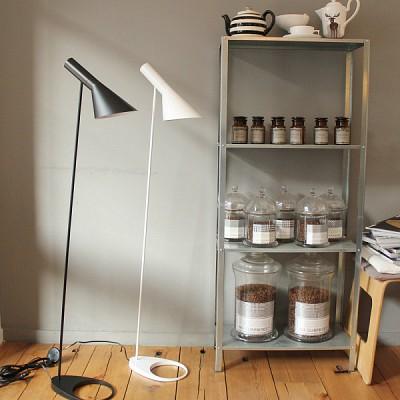 AJ Floor Lamp - 화이트
