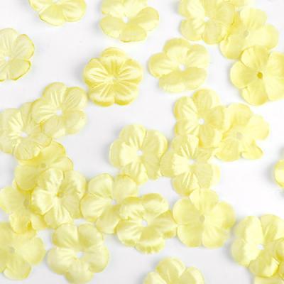 소복소복 쌓인 옐로우 꽃잎