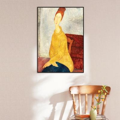 [THE BELLA] 노란 스웨터를 입고 있는 잔 에뷔테른