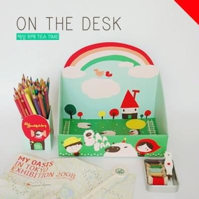 책상 위에-LOVELY DAY