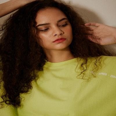 오버핏 소매 레터링 5부 티셔츠(남여공용) 네온옐로우
