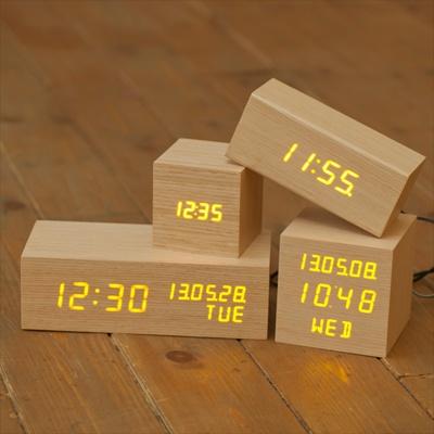 무아스  LED 나무시계