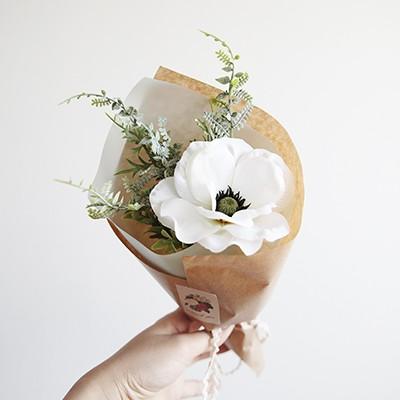 화이트 아네모네 꽃다발