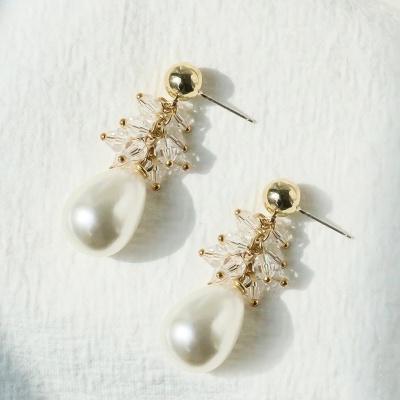j-e22 water drop pearl & crystal earring