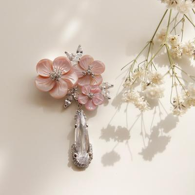 바이데이지 03Bh0215 자개꽃 크리스탈 큐빅 브로치
