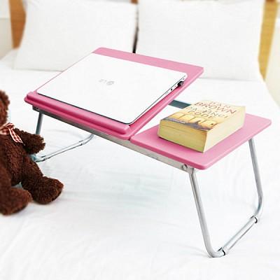 핑크 노트북 테이블