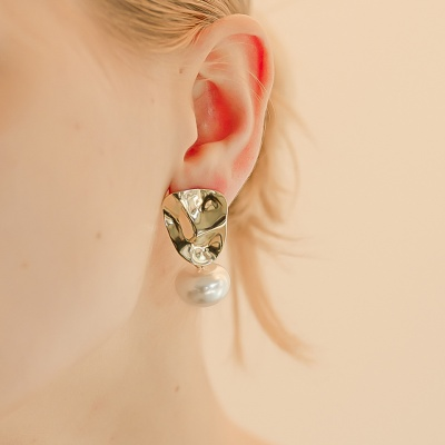 j-e24 bing pearl earring