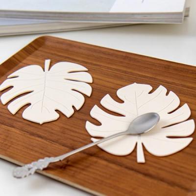 미니멀 화이트 나뭇잎 컵받침 2개1세트