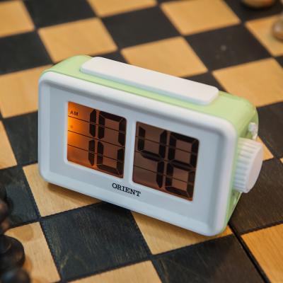 오리엔트 플립형 OT1561 그린 알람 디지털시계