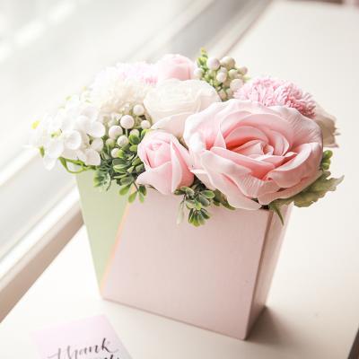 정원을 담은 카네이션 장미 비누꽃 박스