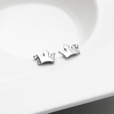 [애슬릿]전체 실버 큐빅 왕관 귀걸이