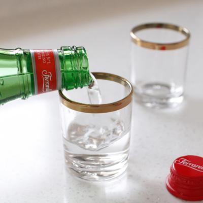 투명한 유리 소주잔