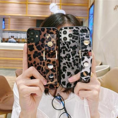 아이폰12 11 PROMAX 레오파드 가죽 핸드스트랩 케이스