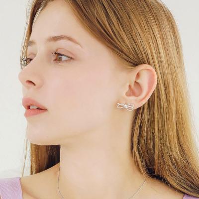 제이로렌 1M03610 화이트 리본 큐빅 귀걸이