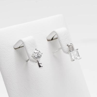 [애슬릿]전체 실버 열쇠 자물쇠 큐빅 언발 귀걸이