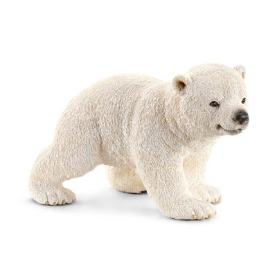 걷고 있는 새끼 북극곰