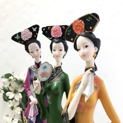 서있는 전통 중국 여인 3type