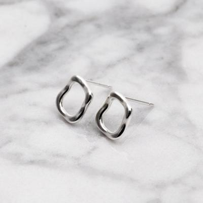 [애슬릿]실버 스퀘어 물결 은침 귀걸이