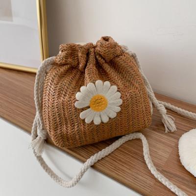 헷볕 꽃무늬 라탄 크로스 복조리백