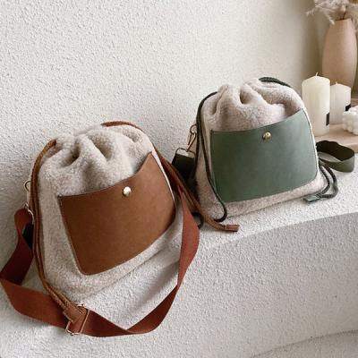 포리 뽀글이 캐주얼 복조리 가방 크로스백