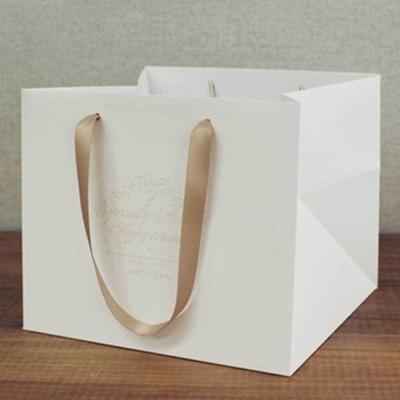 두꺼운 종이 손잡이 화이트 쇼핑백 생일 선물 포장
