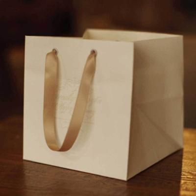 고급스러운 손잡이 종이 쇼핑백 발렌타인 데이 선물