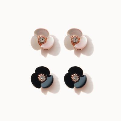 제이로렌 M03601 세잎 큐빅 자개 꽃 귀걸이