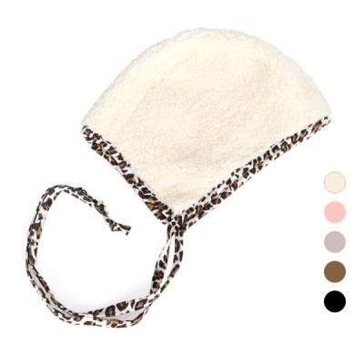 [디꾸보]호피라인 리본 끈 인조양털 싸개 모자 AC473